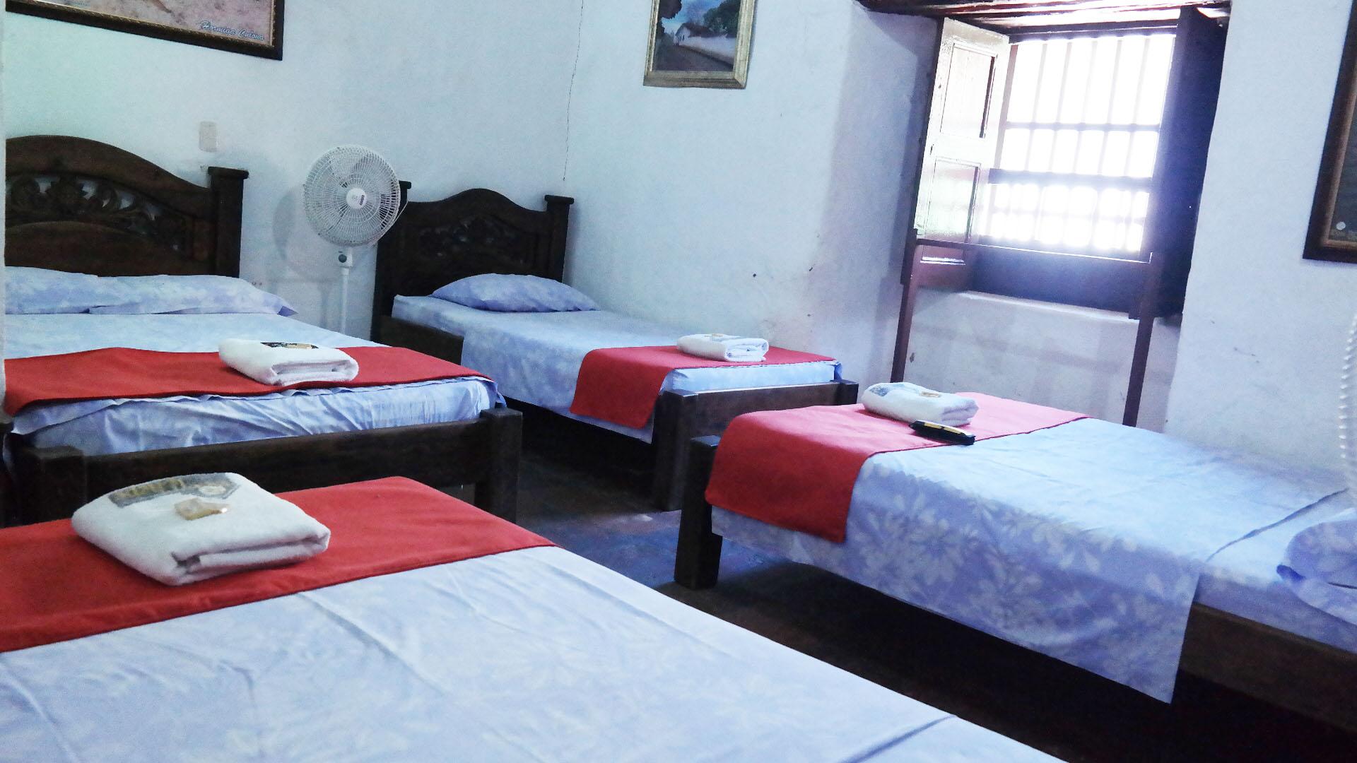 Amplias habitaciones para grupos con baño privado.